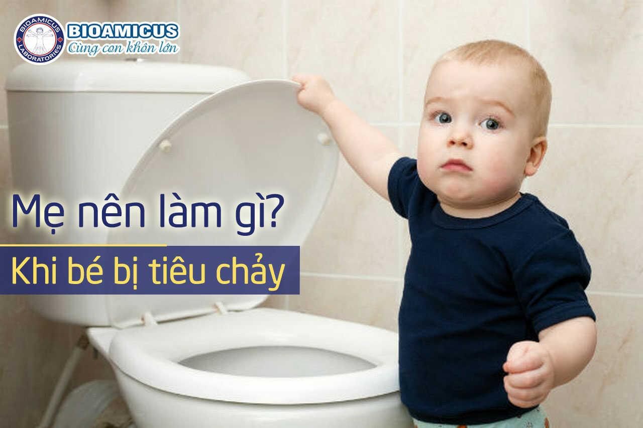 Mẹ nên làm gì khi bé bị tiêu chảy
