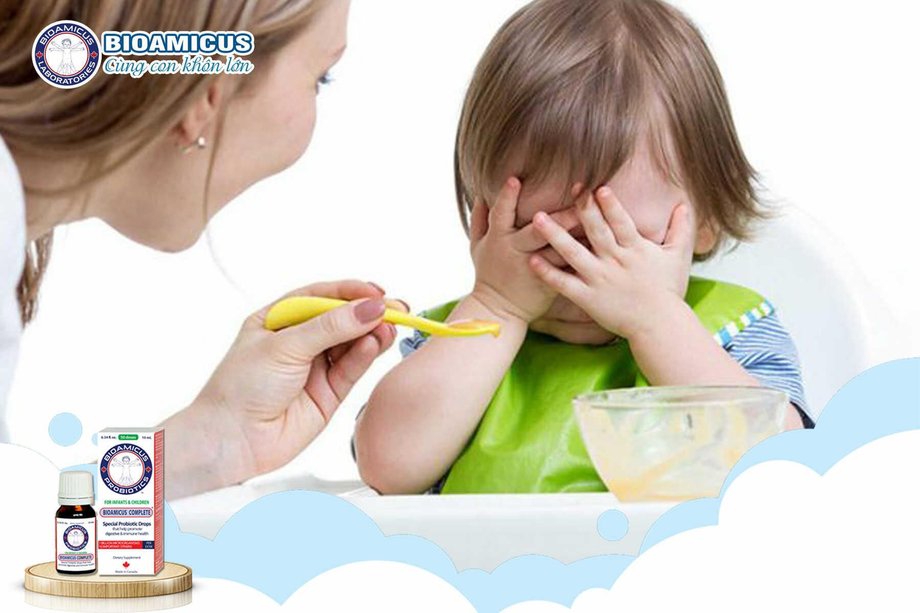 mẹ nên làm gì khi trẻ biếng ăn