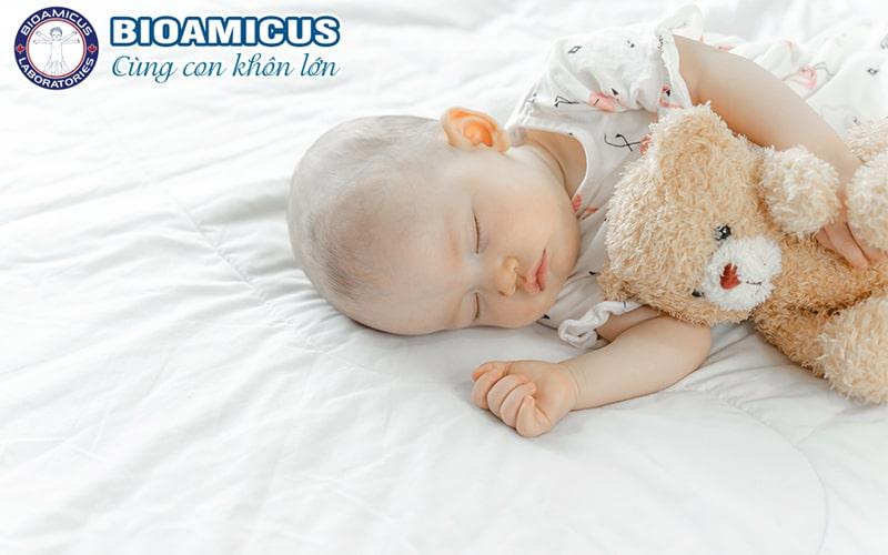 Trẻ rối loạn tiêu hóa ngày Tết