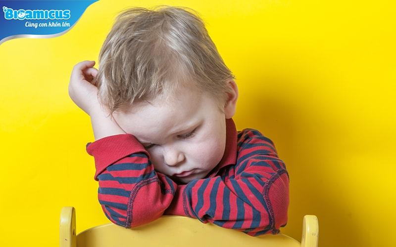 Trẻ mất nước mệt mỏi