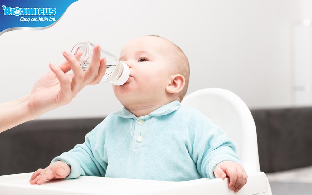 Không bù nước cho trẻ sơ sinh bị tiêu chảy