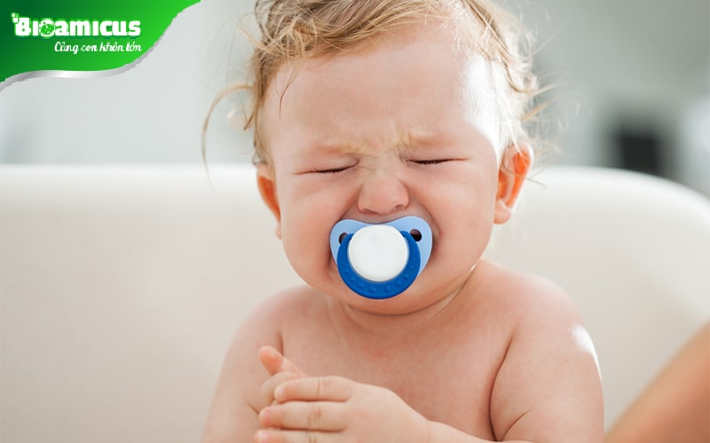Trẻ 2 tuổi khóc đêm