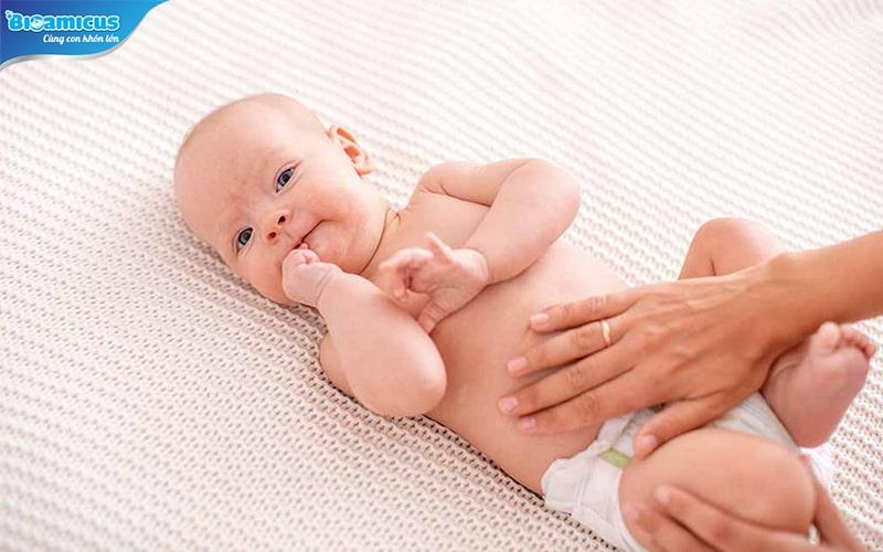 massage vùng quanh rốn cho con